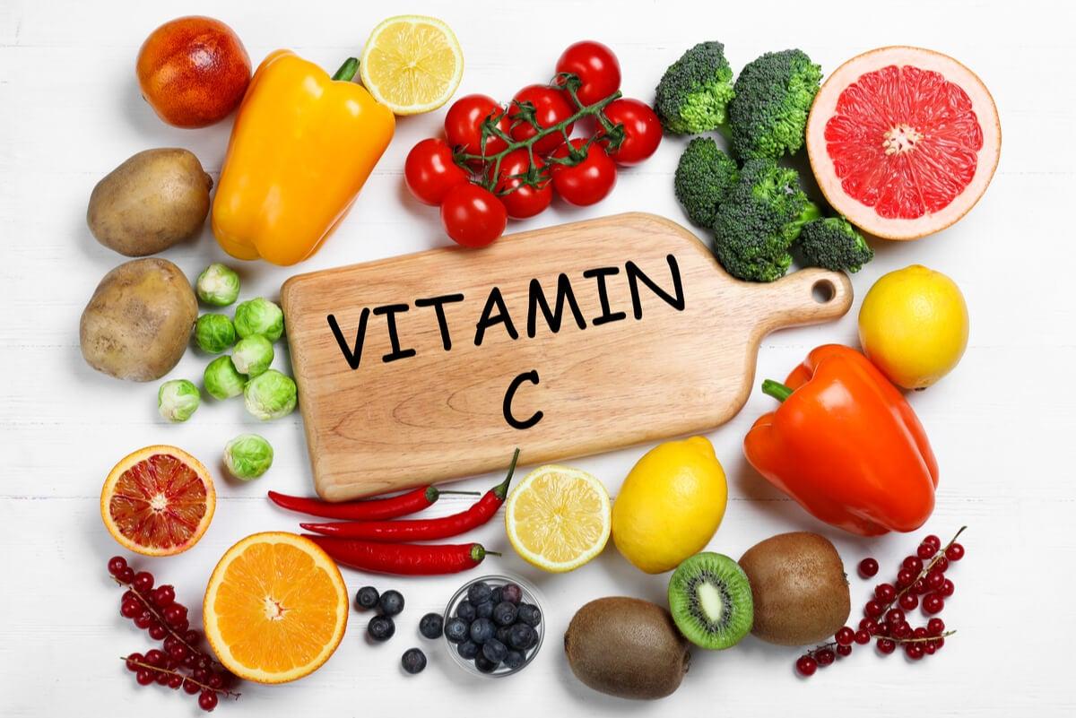 Alimentos con vitamina C.