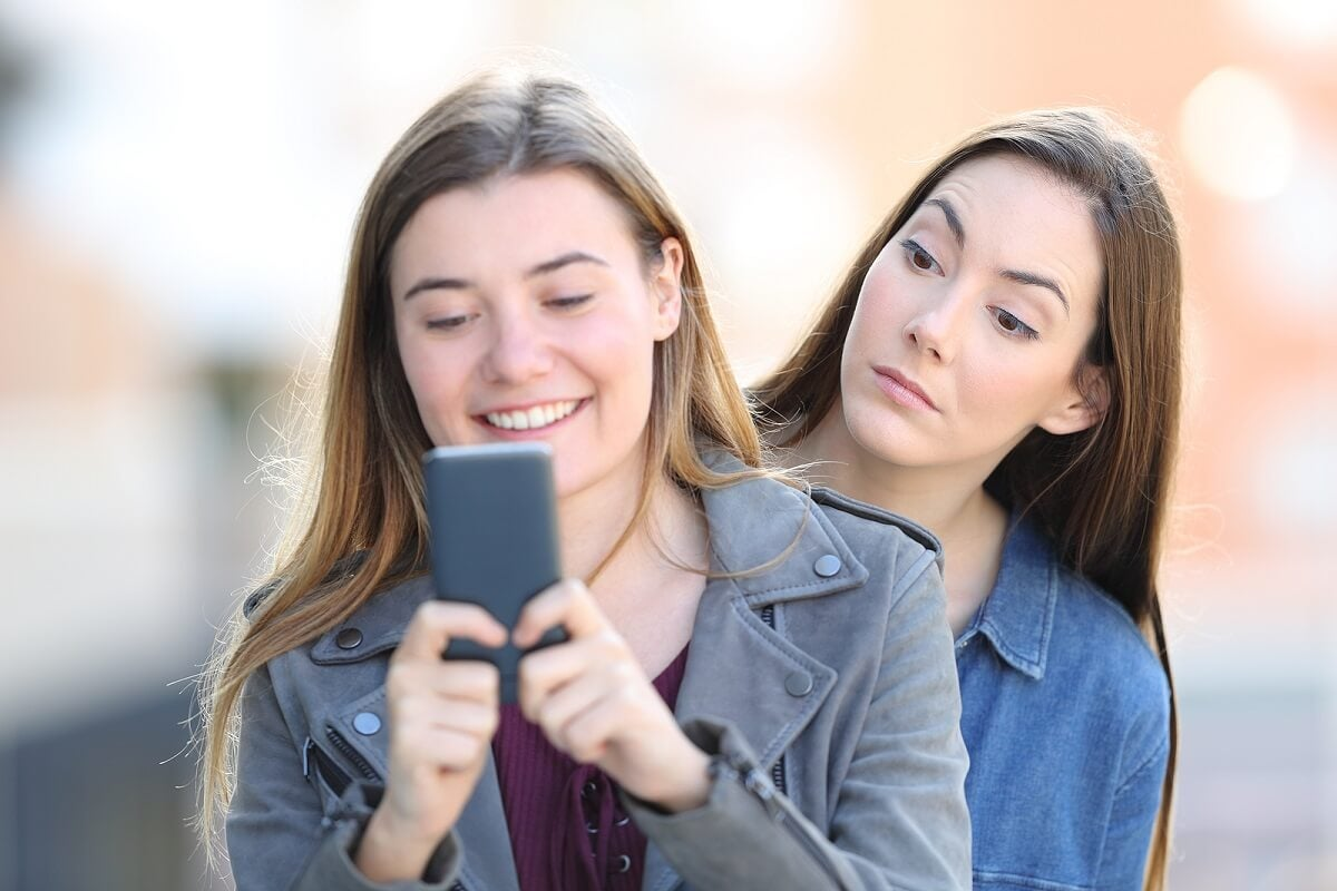 Amigos celosos: vínculos posesivos que hacen daño