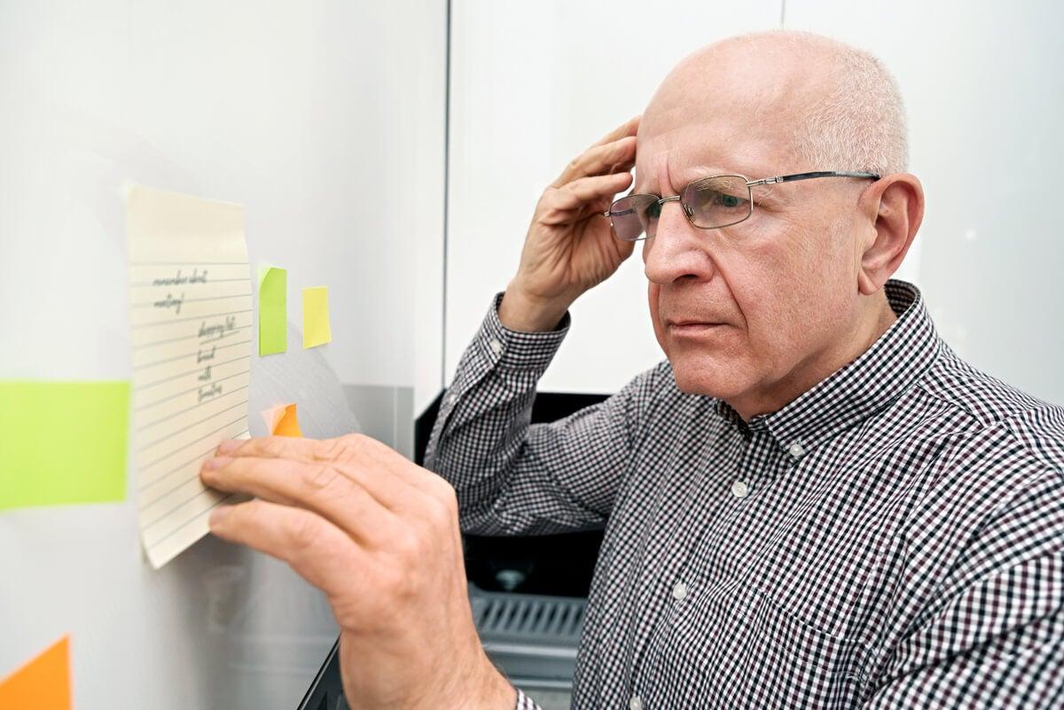 Amensia por alzhéimer.