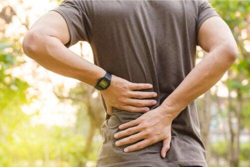 7 estiramientos que te ayudarán si tienes lumbalgia