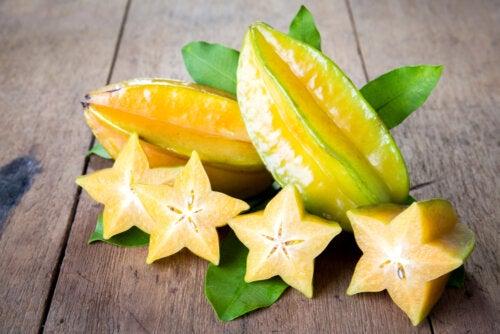 Fruta estrella o carambola: valor nutricional y contraindicaciones