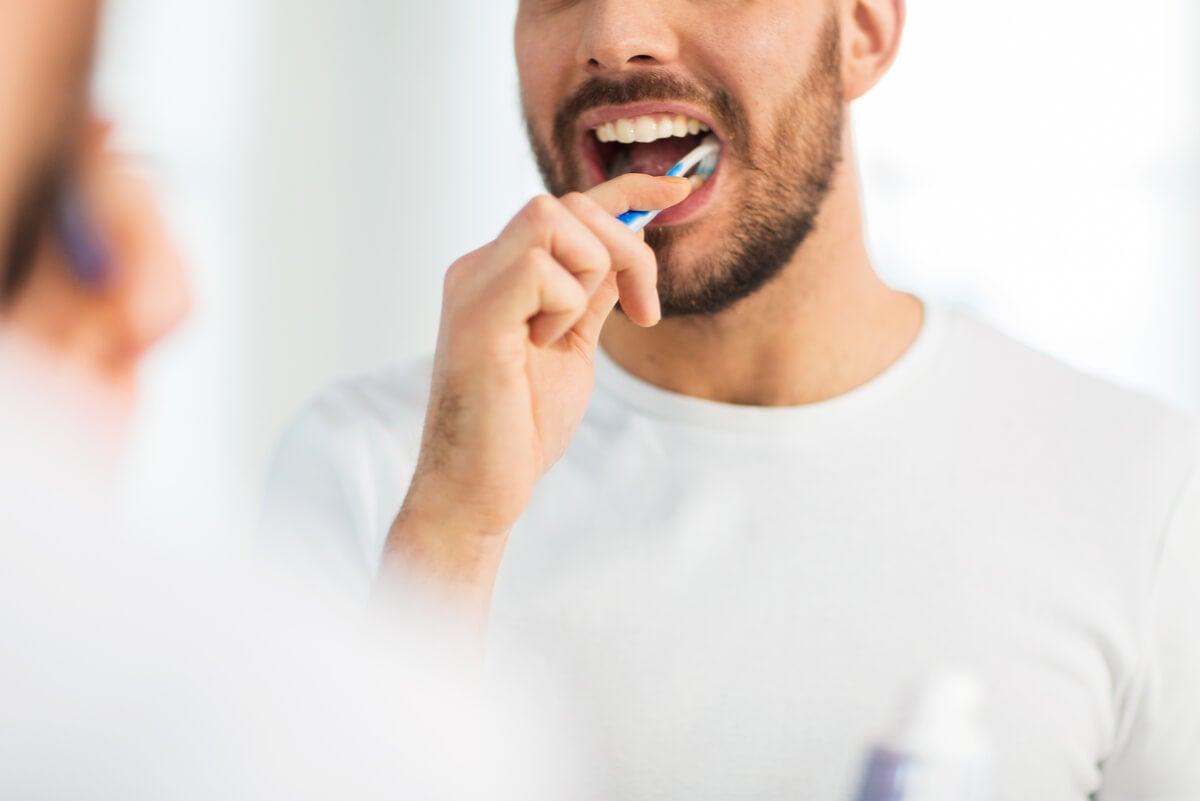 Higiene bucal para prevenir las aftas.