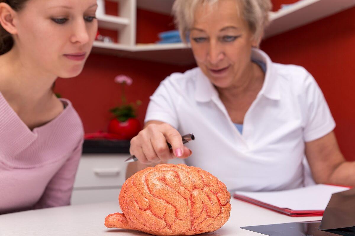 """Terapia de estimulación magnética transcraneal: ¿cuándo se utiliza"""""""