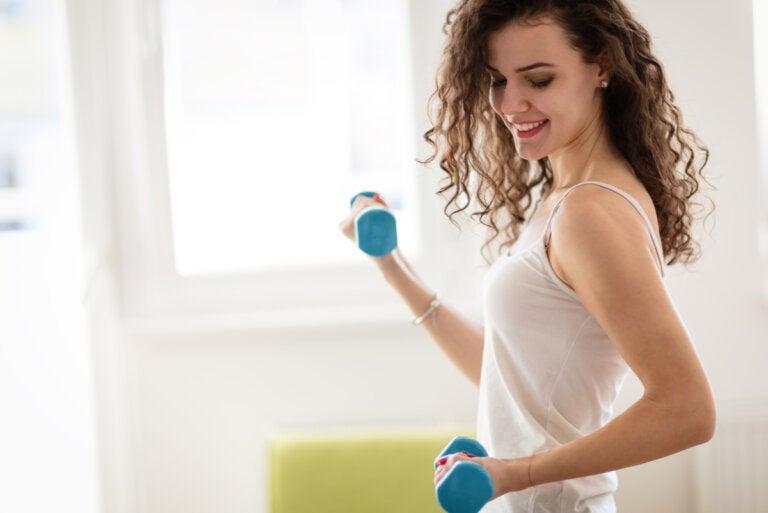 Ejercicios de bíceps para mujer