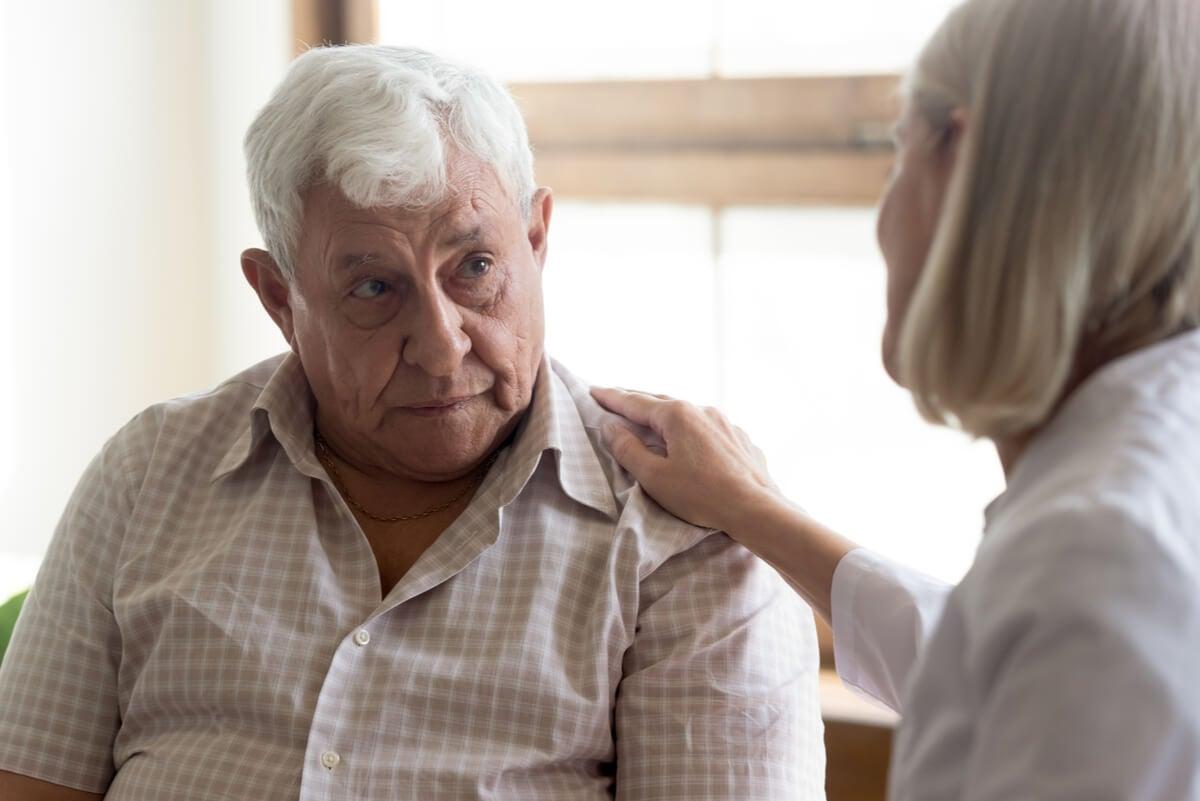 Hablar con empatía a una persona con cáncer.
