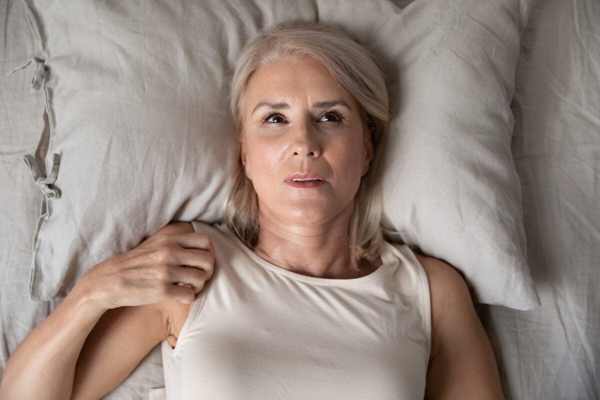 mujer que sufre ansiedad nocturna