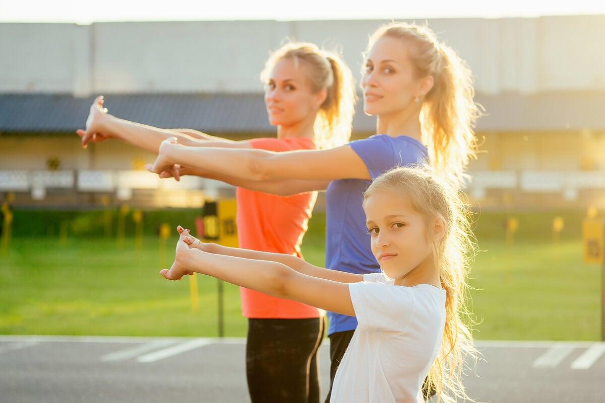 Práctica deportiva en mujeres de todas las edades.