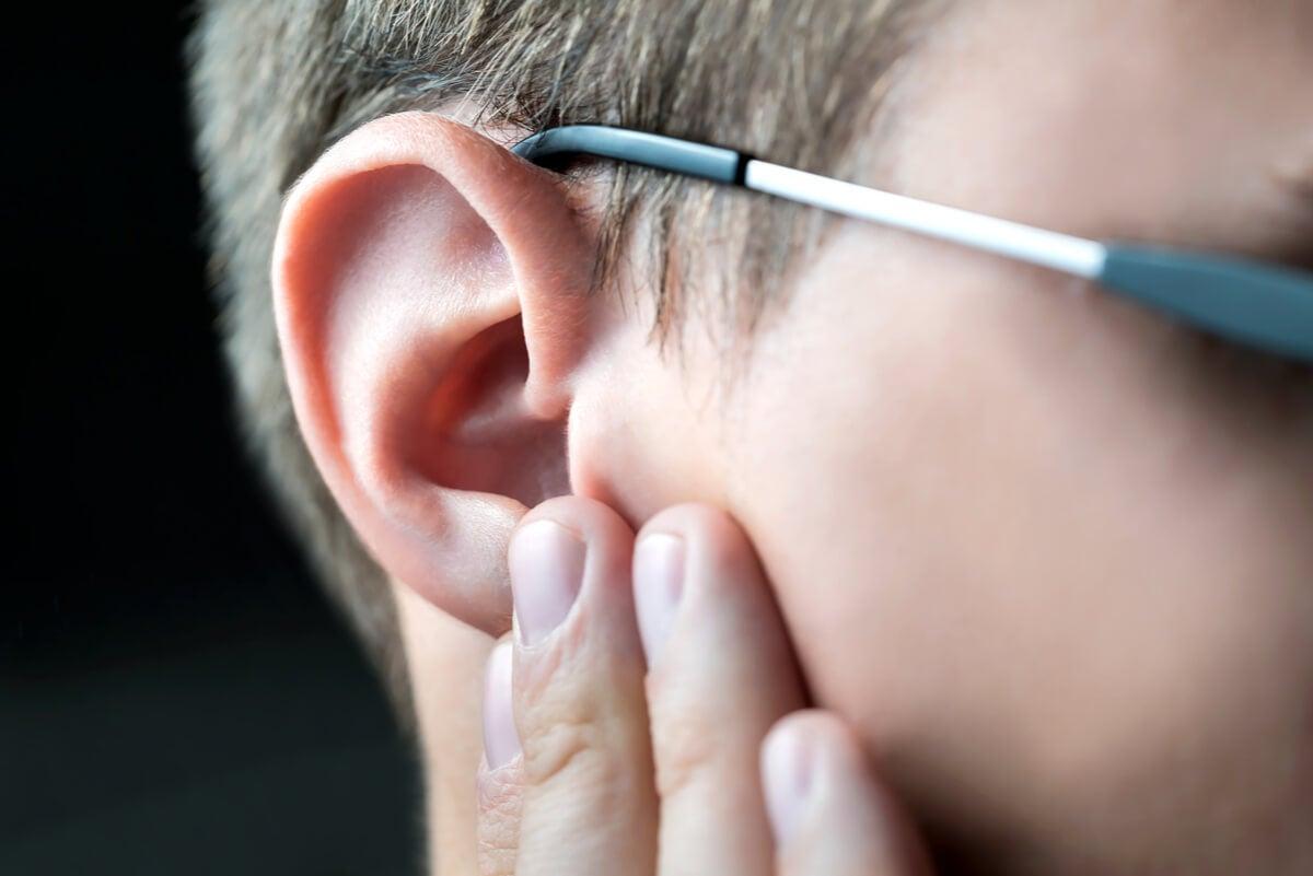 Dolor en el oído.