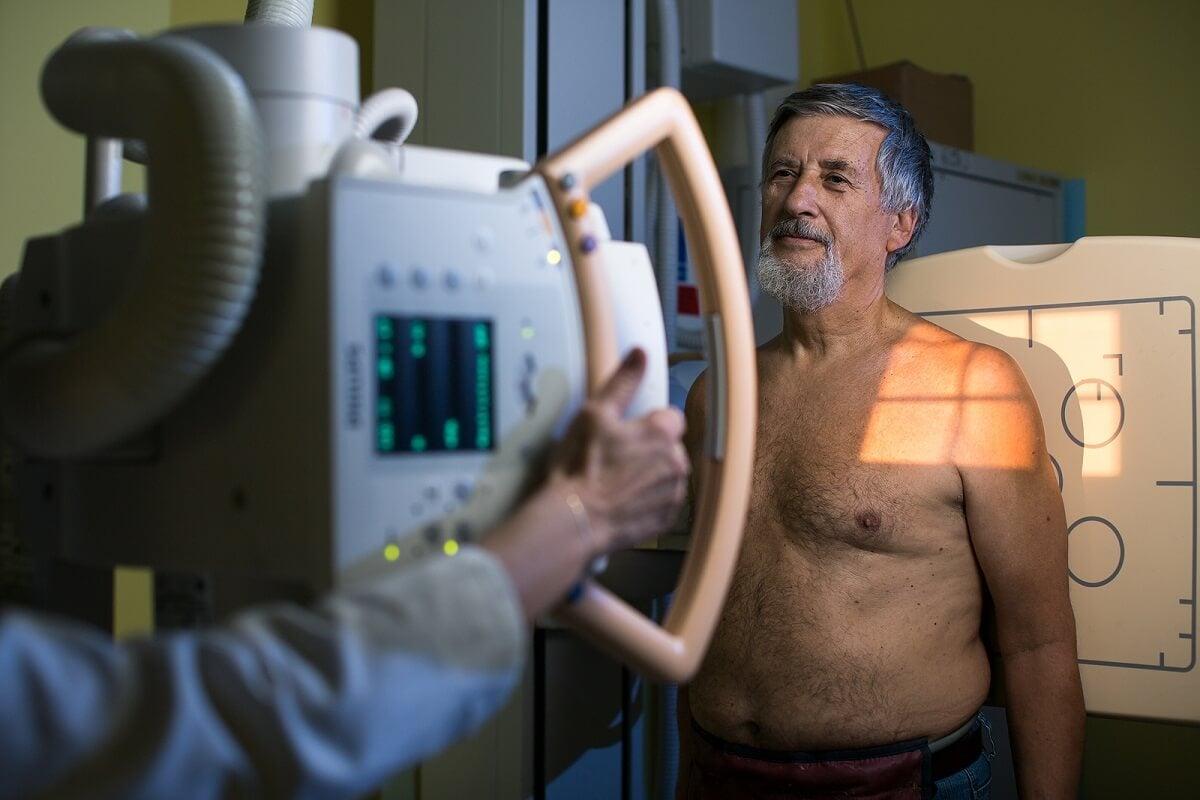 Radiografía y fistulograma.