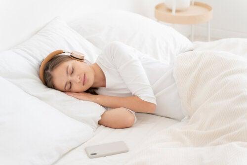¿Qué es el ruido blanco y cómo te puede ayudar a dormir?