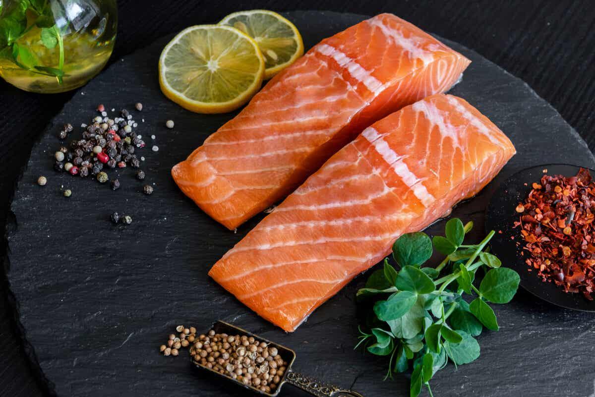Carne de salmón con astaxantina.