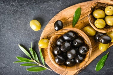 ¿Las aceitunas engordan o ayudan a perder peso?