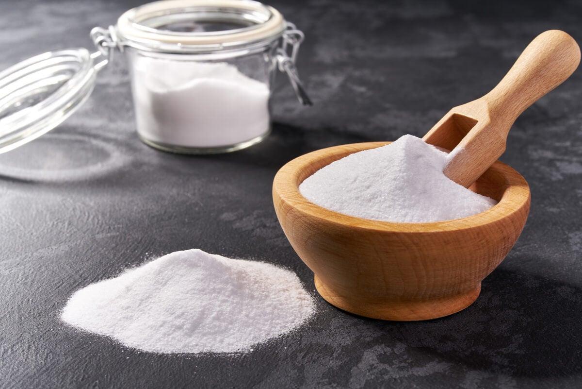 Bicarbonato de sodio en un cuenco.