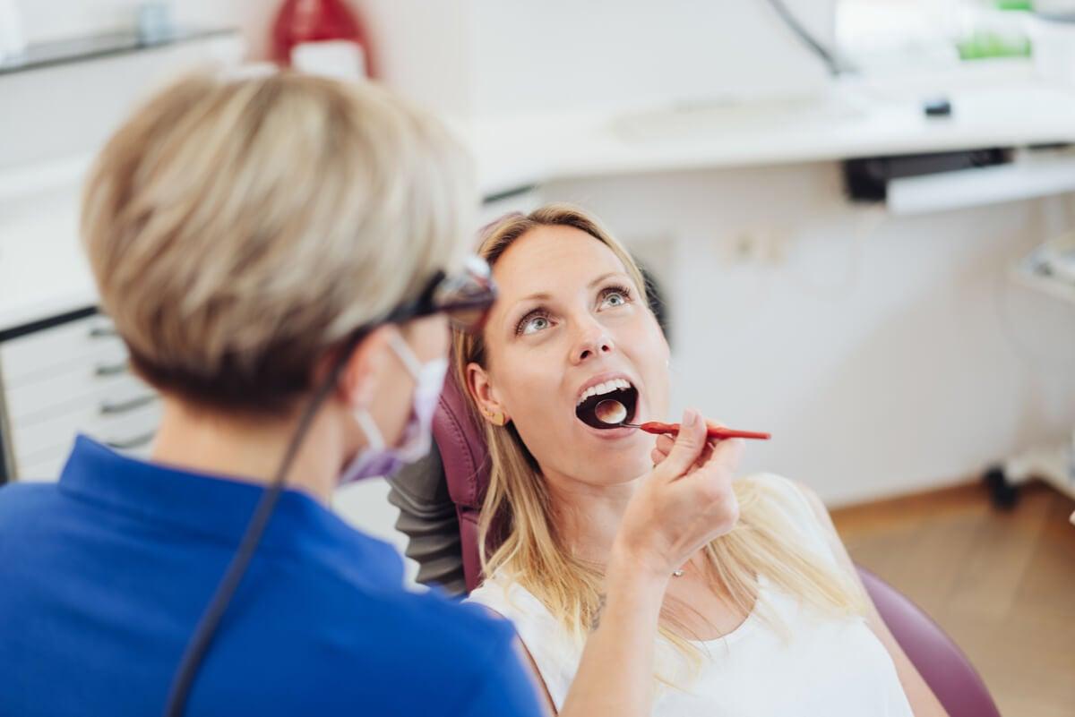 Mujer en odontología