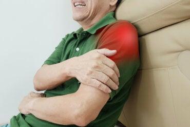 12 ejercicios para superar la tendinitis en el hombro
