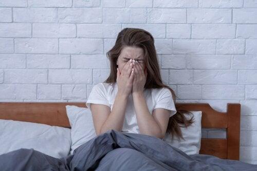 Insomnio por estrés: ¿por qué lo sufro y qué puedo hacer?