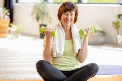 Ejercicios para trabajar tus bíceps en casa