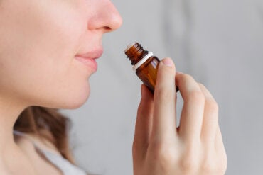 ¿La aromaterapia ayuda a calmar el dolor menstrual?