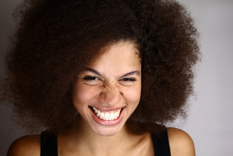 ¿Qué es la sonrisa gingival y cómo se trata?
