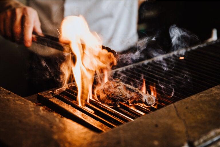 ¿A qué temperatura cocinar para matar bacterias en los alimentos?