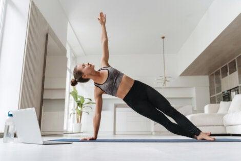Variedad de plancha lateral para una espalda sana.