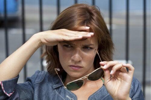 Fotofobia: ¿en qué consiste y cómo tratarla?