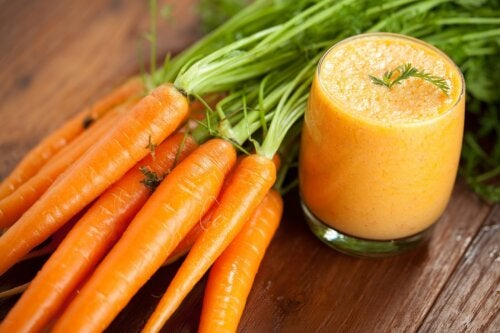 Cómo hacer un smoothie de zanahoria en casa y cuáles son sus beneficios