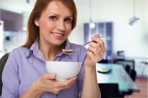 Nutrientes esenciales después de los 50 años: todo lo que debes saber