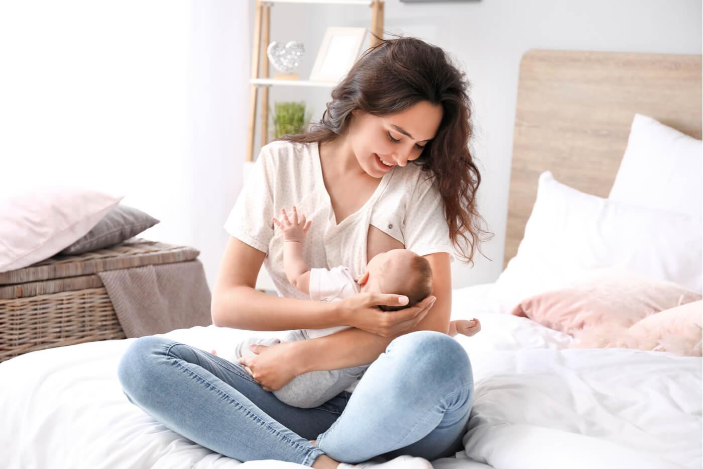 ¿Es normal que los bebés regurgiten la leche?