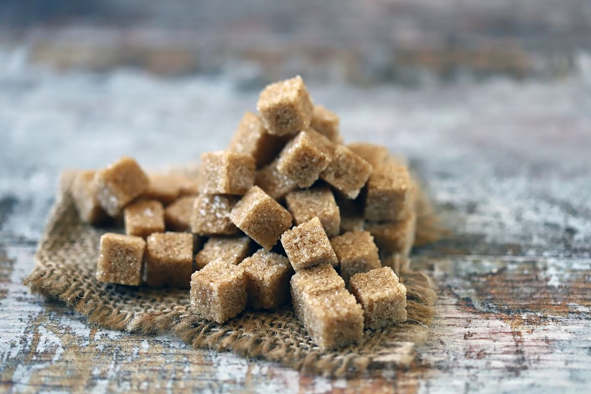 Principales diferencias entre el azúcar blanca, morena y mascabado
