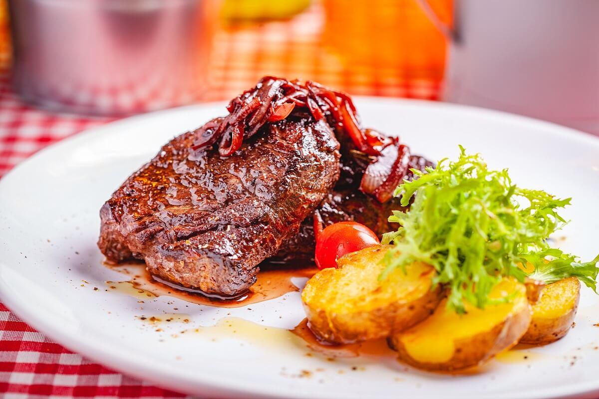Receta de bistec encebollado con pocos ingredientes