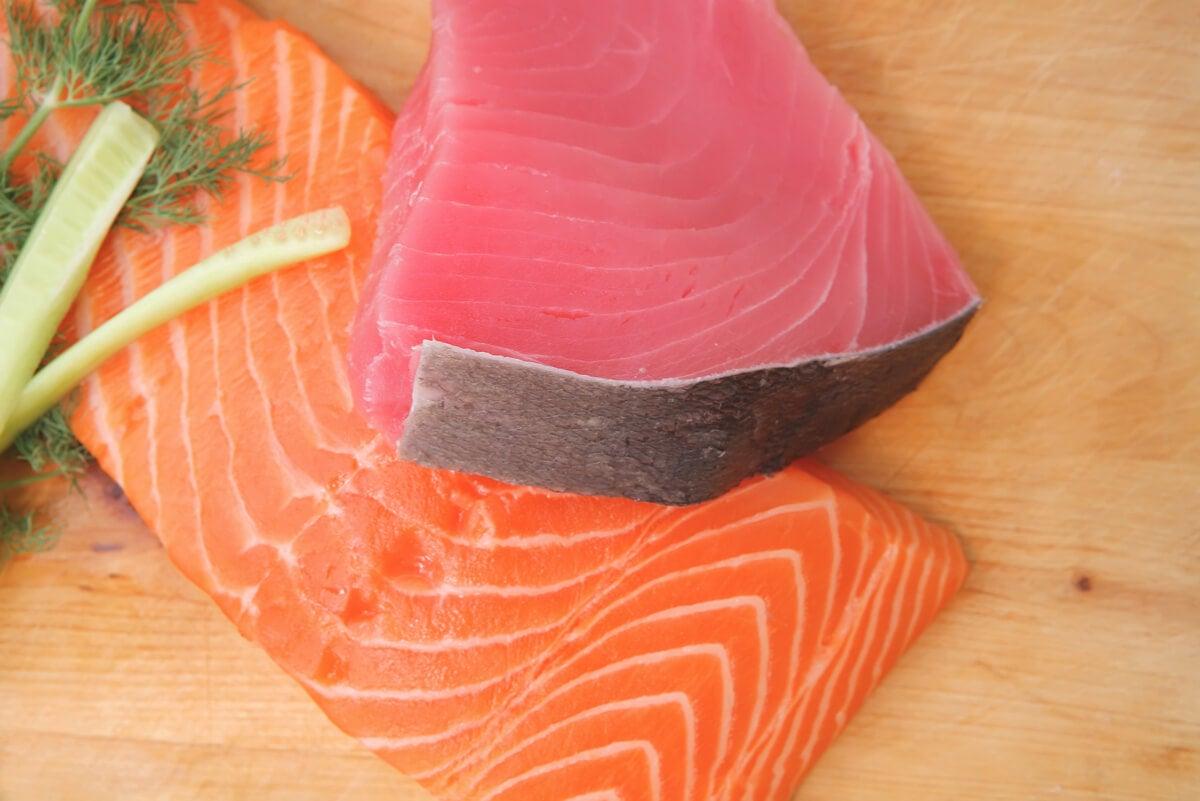 Carne de atún y de salmón.