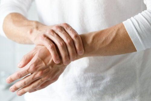 Plantas medicinales para aliviar el dolor de manos