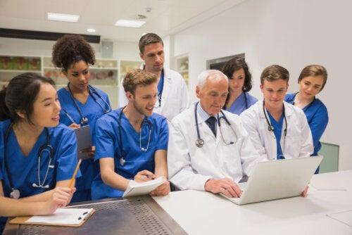 10 carreras universitarias relacionadas con el área de la salud