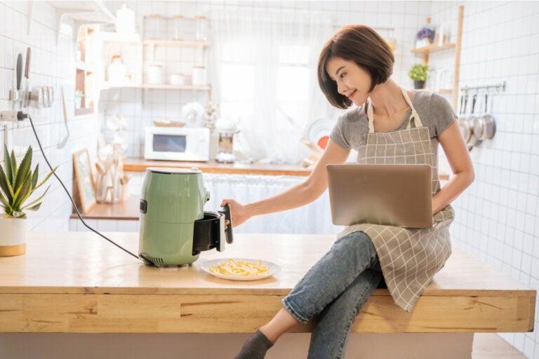 Cocinar en freidora de aire: ventajas y recetas
