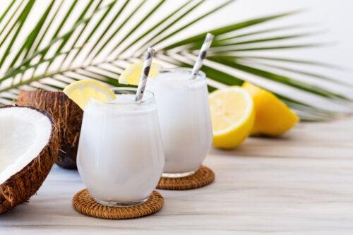 Refrescante receta de limonada de coco