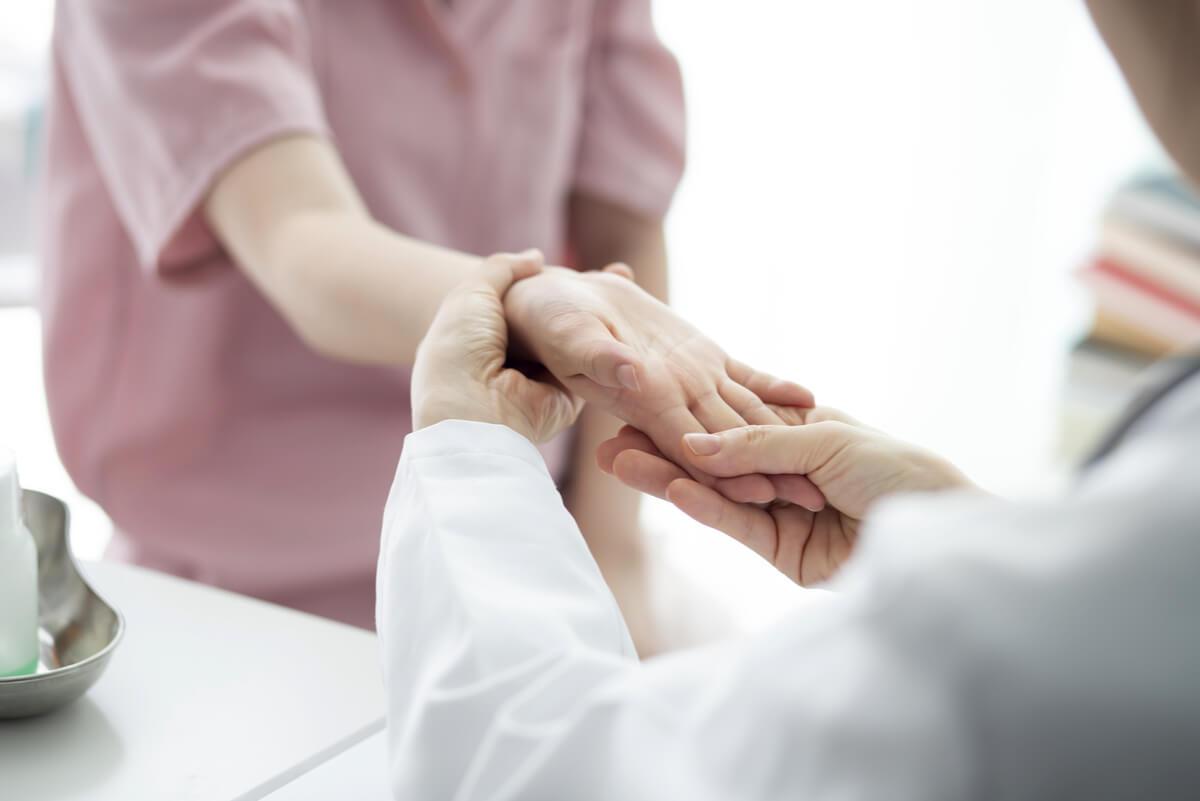 Primeros síntomas de artrosis en las manos