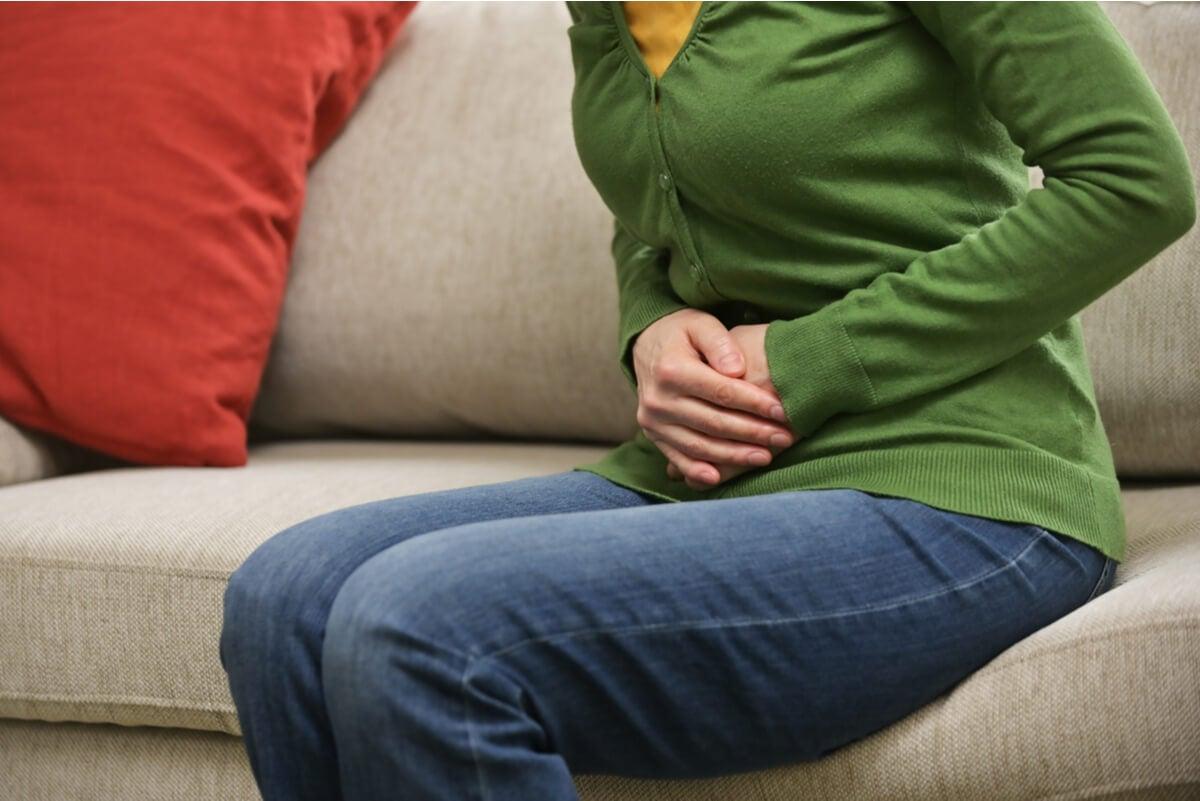 Dolor en el vientre en un embarazo oculto.