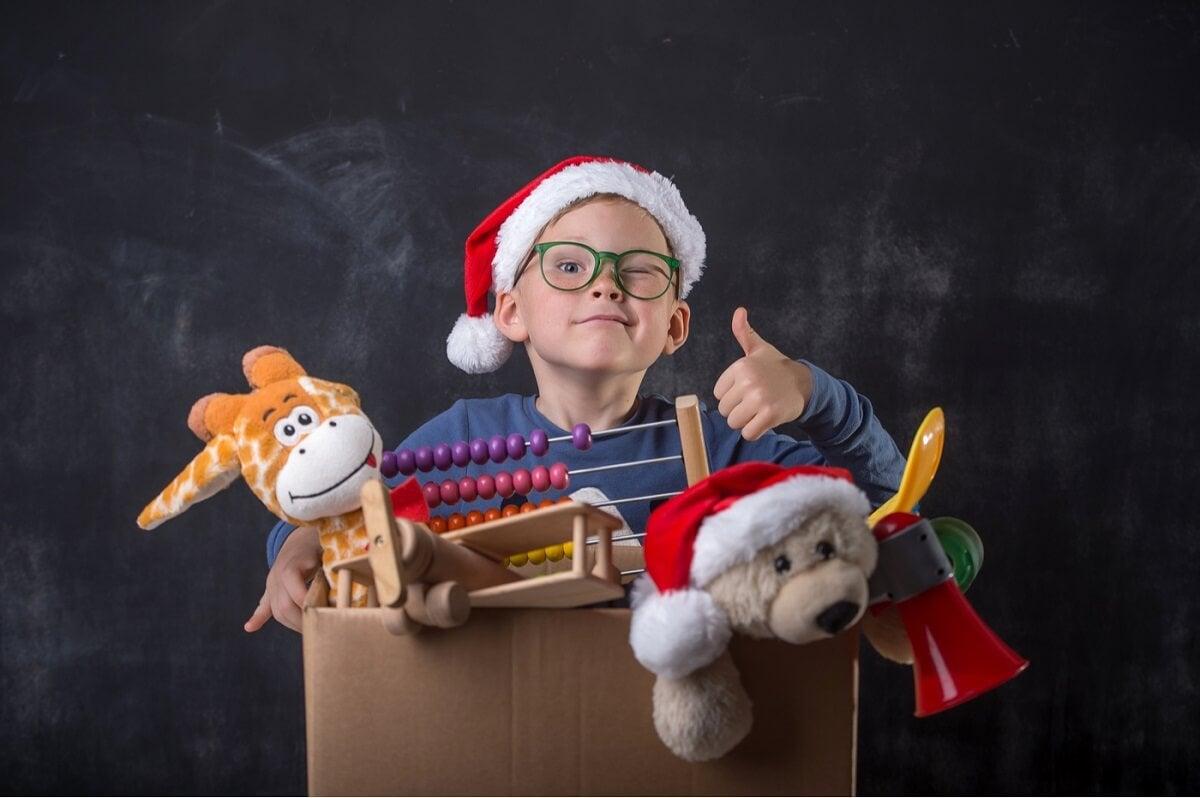 Donar juguetes y ropa