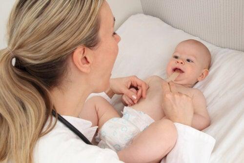 Lazo labial en bebés: síntomas y tratamiento