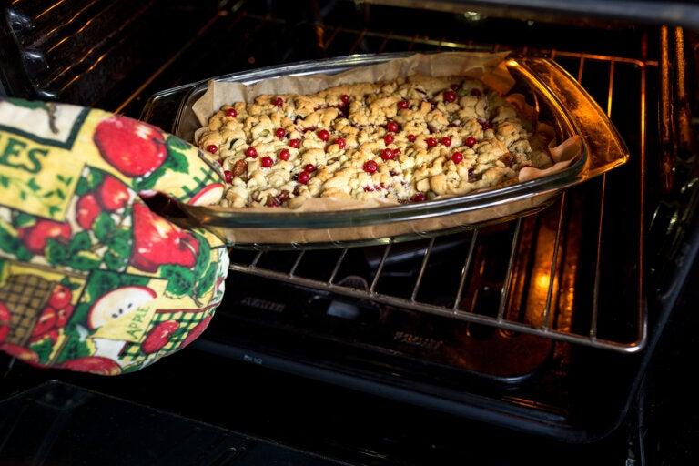 7 irresistibles recetas de postres con frutos rojos para Navidad