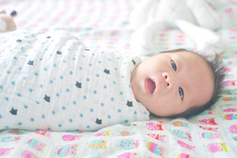 ¿Hasta qué edad se recomienda envolver al bebé?