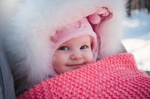 Consejos para cuidar la piel de tu bebé en días de invierno