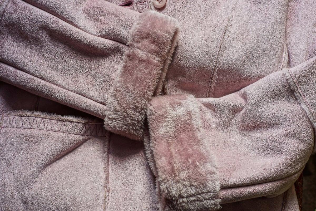 Cuidado para limpiar una chaqueta de cuero.