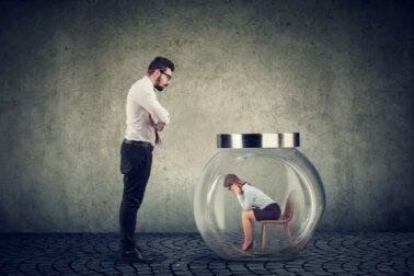 ¿Qué es el acoso psicológico y cuáles son sus consecuencias?