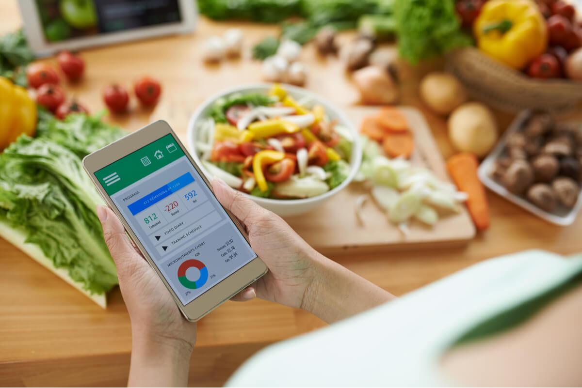 Aplicación celular para contar calorías.
