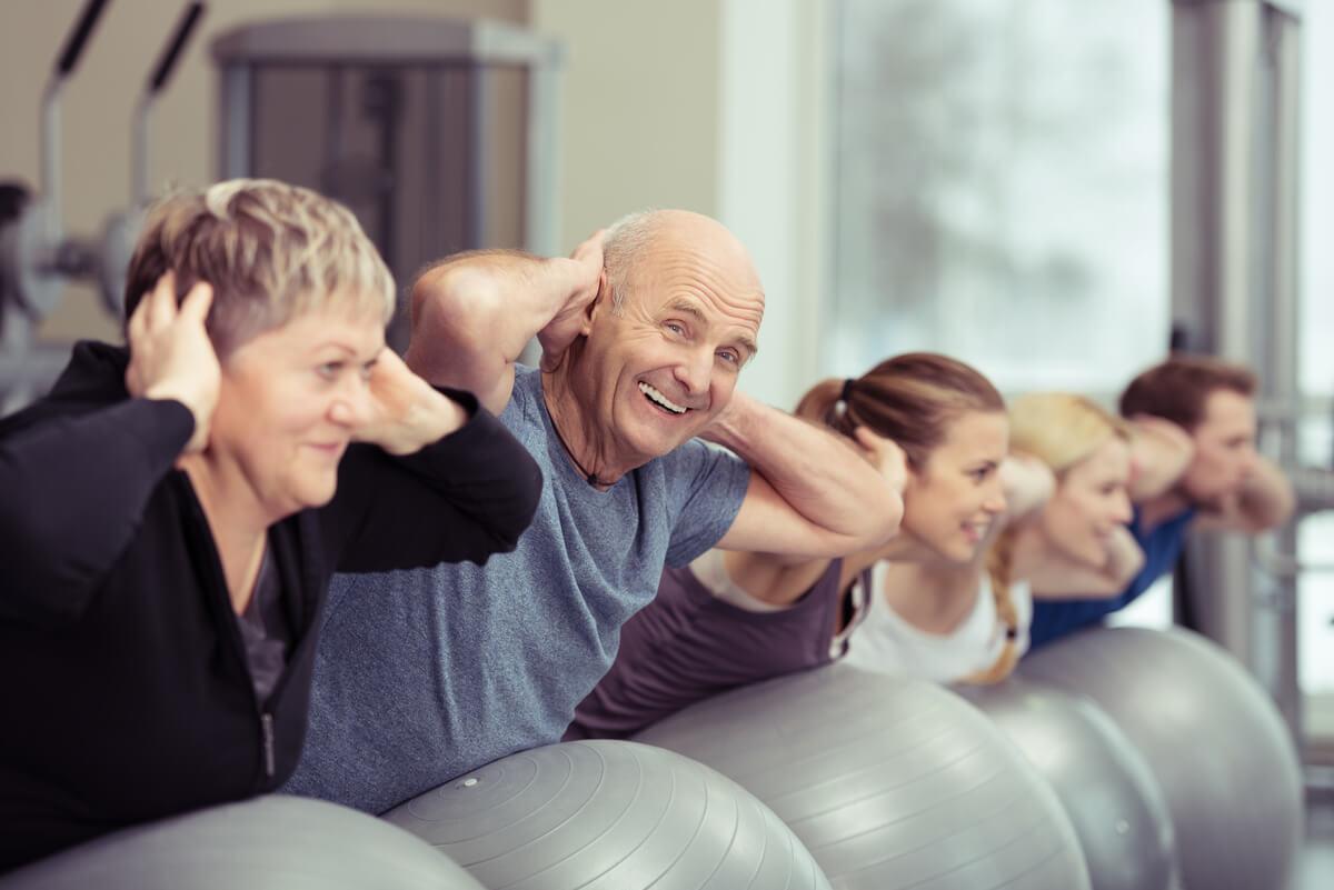 Hogar de ancianos con actividad física.