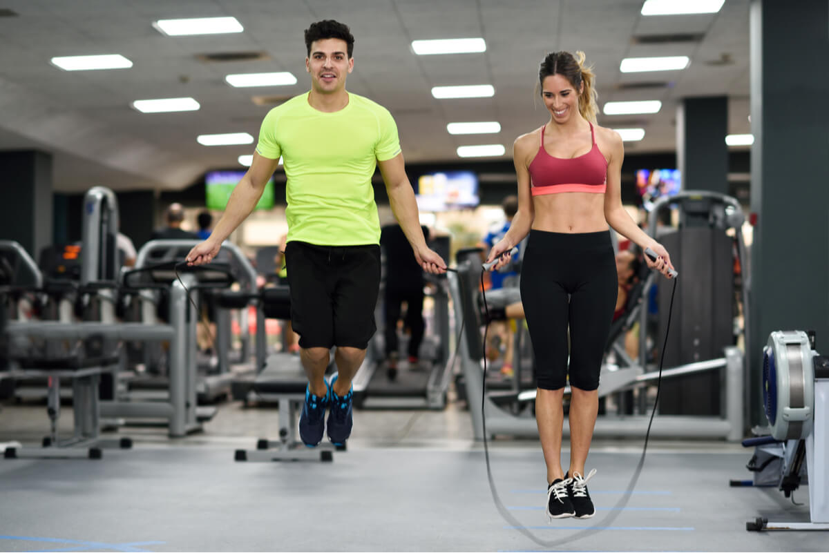 5 rutinas y ejercicios de cuerda para bajar de peso