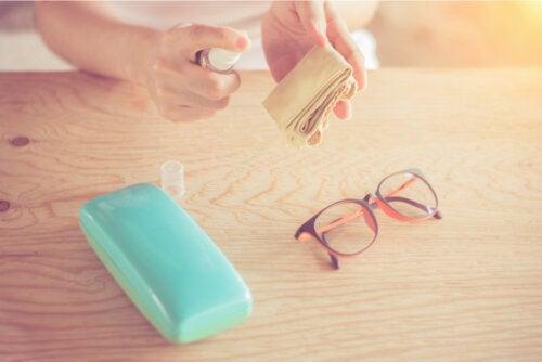 ¿Cómo hacer un limpiador de lentes casero?