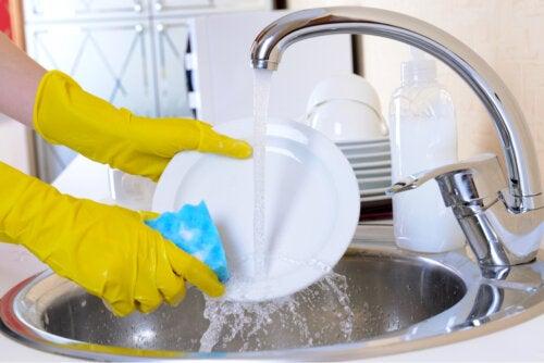 ¿Cómo hacer un jabón sólido lavavajillas?